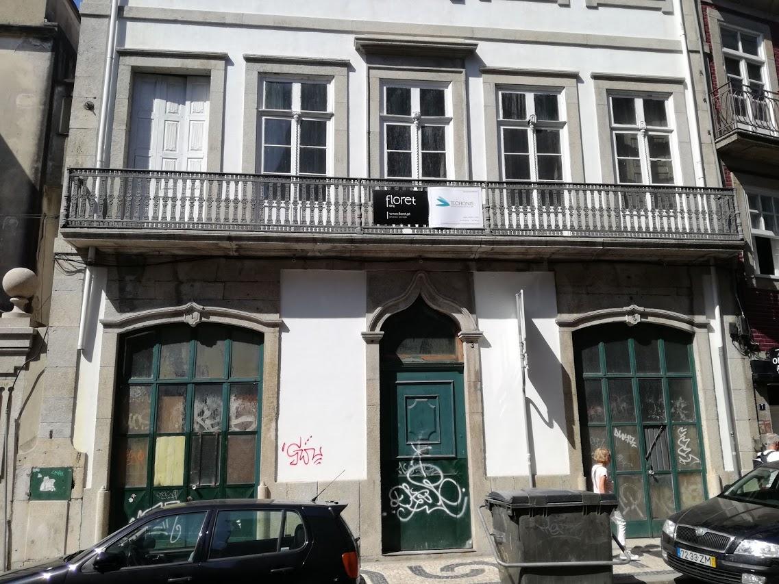 Reabilitação de edifício na Rua Entreparedes